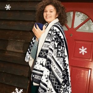 NWT PINK Victoria's Secret Sherpa Blanket